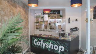 """Une boutique de """"coffee shop"""" à Paris, le 6 juin 2018. (MAXPPP)"""