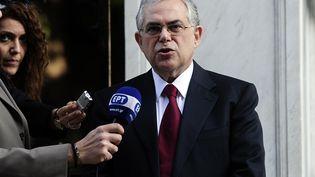 Le nouveau Premier ministre grec, Lucas Papademos, s'exprime sur le perron du palais présidentiel, le 10 novembre 2011, à Athènes (Grèce). (ARIS MESSINIS / AFP)