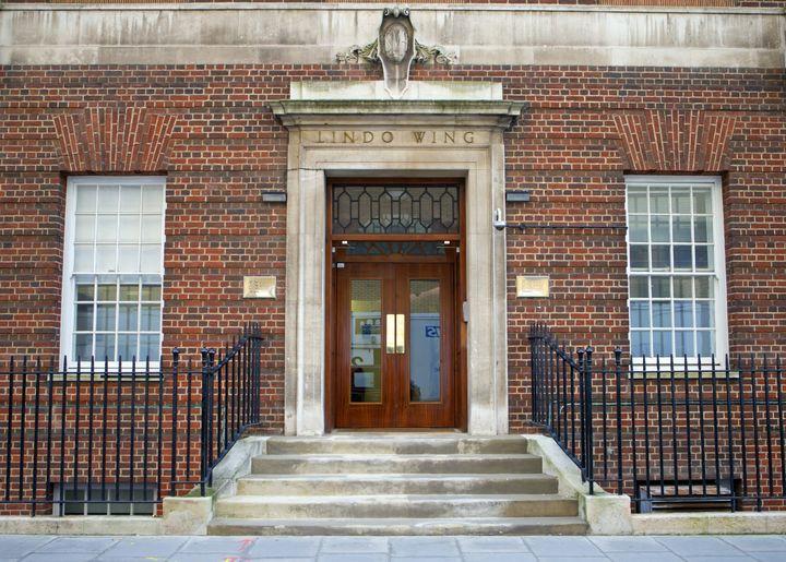 L'entrée de la Lindo Wing, l'aile de l'hôpital St Mary où doit accoucher la duchesse de Cambridge, photographiée le 8 janvier 2013, à Londres (Royaume-Uni). (MAX MUMBY / INDIGO / GETTY IMAGES EUROPE)