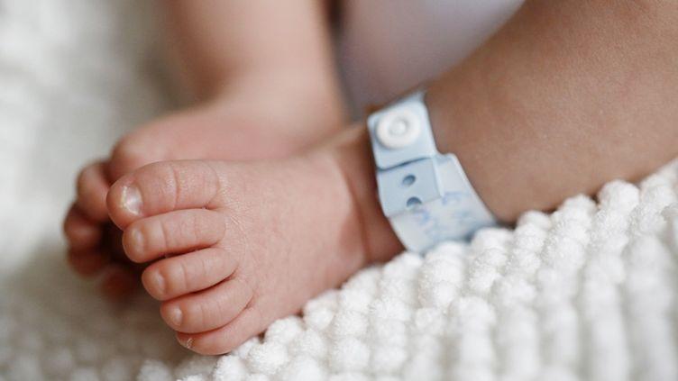 (La France refuse d'inscrire les enfants nés par GPA à l'étranger à l'état civil français  © AFP / Catherine DELAHAYE)