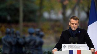 Emmanuel Macron lors de l'inauguration du monument au morts pour les soldats français morts en opex, à Paris, le 11 novembre 2019. (JOHANNA GERON / AFP)