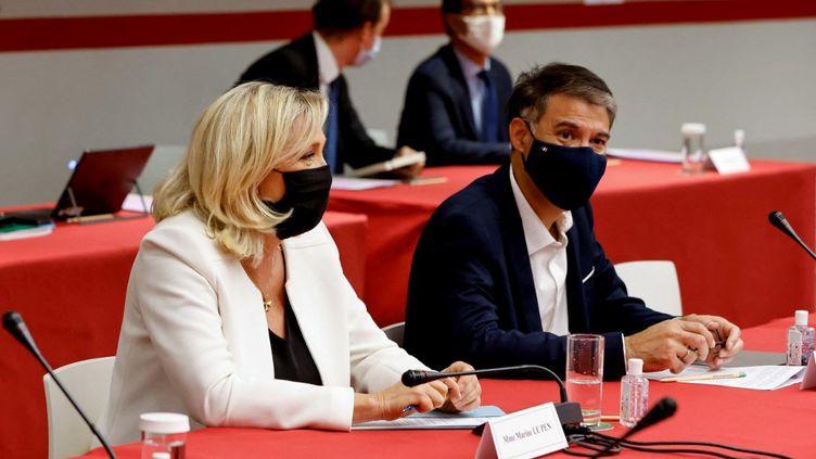 La présidente du Rassemblement national,Marine Le Pen, et le premier secrétaire du PS, Olivier Faure, lors d'une rencontre au Parlement, le 22 septembre 2020, à Paris. (LUDOVIC MARIN / AFP)