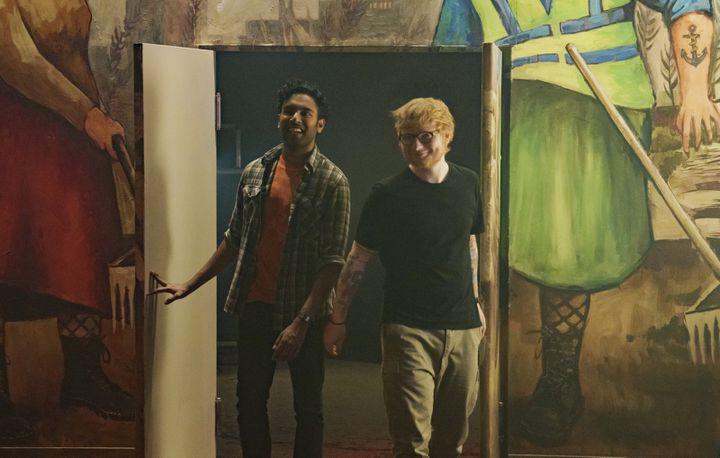 """Himesh Patel et Ed Sheeran, partenaires dans """"Yesterday"""" de Danny Boyle. (JONATHAN PRIME/UNIVERSAL PICTURES)"""