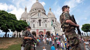 Une patrouille de l'opération sentinelle devant le Sacré Coeur à Paris, le 27 juillet 2016. (MAXPPP)