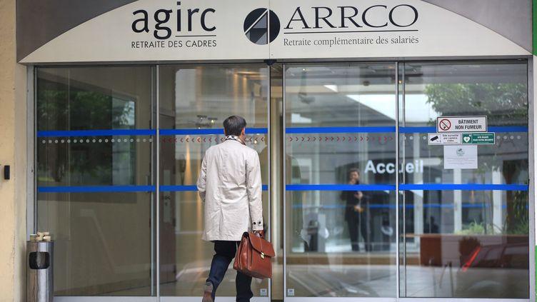 Le patronat et trois syndicats ont entériné un accord pour renflouer les caisses déficitaires del'Agirc et de l'Arrco, qui gèrent les caisses complémentaires. (MAXPPP)