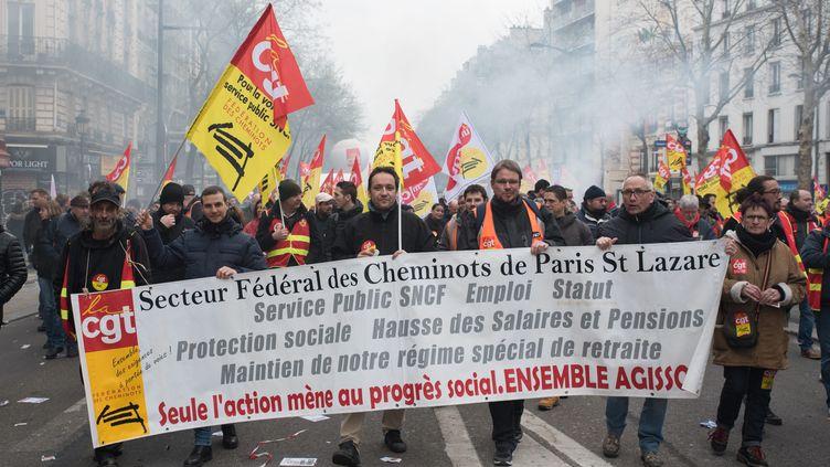 Manifestation de cheminots dans les rues de Paris, le 22 mars 2018. (MAXPPP)