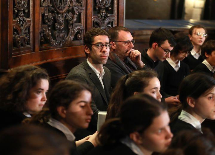 Henri Chalet, directeur artistique et chef de choeur principal de la maîtrise de Notre-Dame, le 18 avril 2019, après l'incendie de la cathédrale (JACQUES DEMARTHON / AFP)