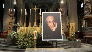 Un portrait de Pierre Boulez à l'église Saint-Sulpice de Paris, le 14 janvier 2016  (Jacques Demarthon / AFP)