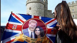 Une jeune femme devant le château de Windsor où le prince Harry et de l'Américaine Meghan Markle célèbrent leur mariage samedi 19 mai. (BENJAMIN ILLY / RADIO FRANCE)