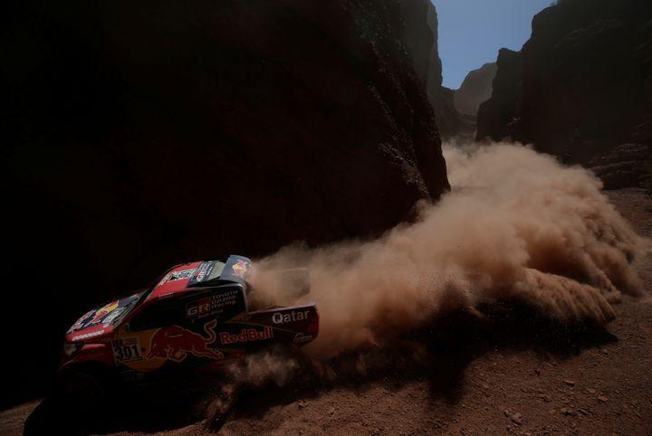 Le piloteNasser Al-Attiyah conduit sa Toyota en Argentine, lors du 39 Dakar le 4 janvier 2017, juste avant son abandon de la course. (RICARDO MORAES / REUTERS)