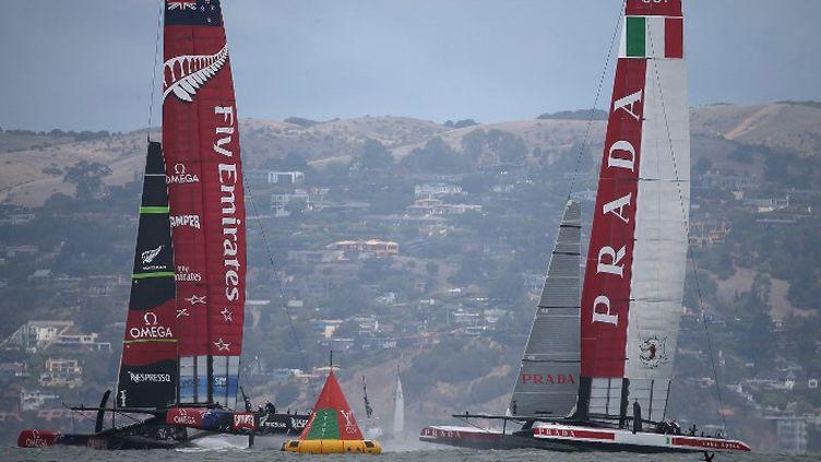 Emirates Team New Zeland et Luna Rossa à la lutte (JUSTIN SULLIVAN / GETTY IMAGES NORTH AMERICA)