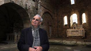 Robert Hébras, survivant du massacre d'Oradour-sur-Glane (Haute-Vienne), dans l'église du village, le 25 octobre 2011. (JEAN-PIERRE MULLER / AFP)