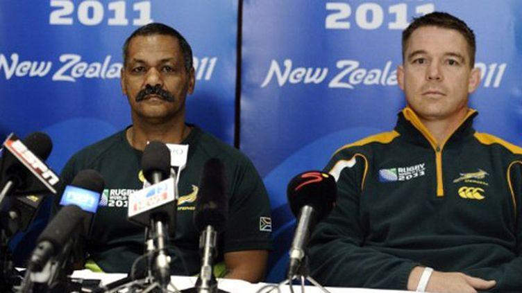 Le capitaine John Smit et le sélectionneur Peter De Villiers raccrochent après l'élimination de l'Afrique du Sud
