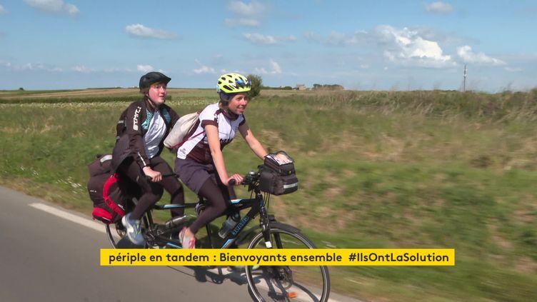 Mathys et Clémence parcourent 1500 km en tandem entre Roscoff et Dunkerque (France 3 Bretagne)