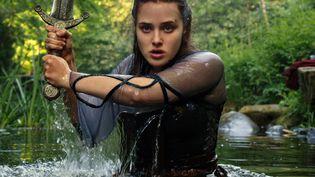 Katherine Langford incarne Nimue, la future Dame du Lac de la légende des Chevaliers de la Table Ronde (COURTESY OF NETFLIX)