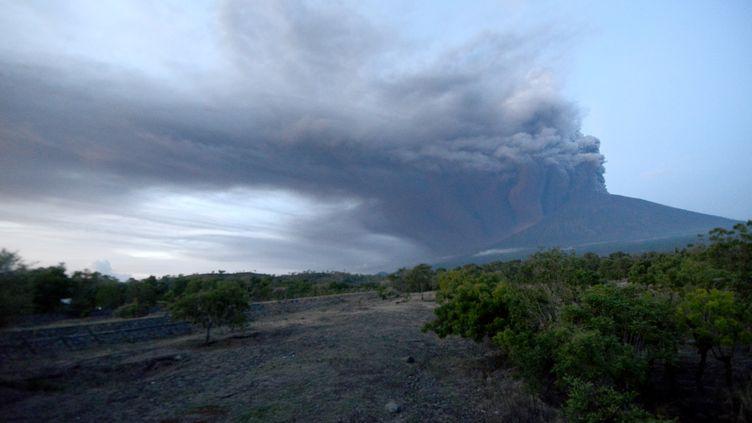 le Mont Agung à Bali (Indonésie), le 26 novembre 2017. (SONNY TUMBELAKA / AFP)