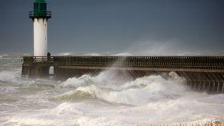 Les vents violents se déchaînent à Calais (Pas-de-Calais), le 10 décembre 2017. (MAXPPP)