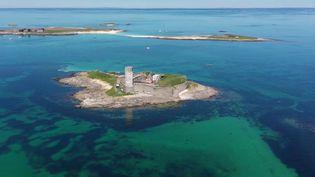 Dans le Finistère, l'archipel des Glénan est désert. Les responsables de la plus grande école de voile d'Europe espèrent la réouverture très prochaine de leur club. (France 3)