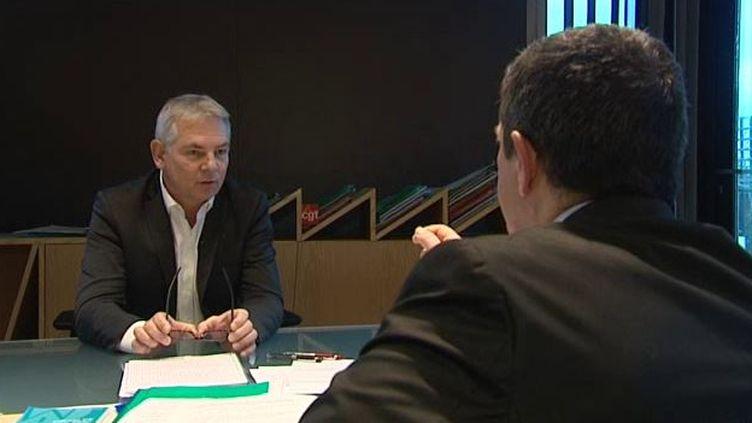Capture d'écran montrantThierry Lepaon, secrétaire général de la CGT au siège de la CGT à Montreui (Seine-Saint-Denis), le 18 décembre 2014 (FRANCE 3 BASSE-NORMANDIE / FRANCETV INFO)