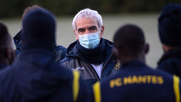 Le premier entraînement de Raymond Domenech avec les joueurs du FC Nantes, mercredi 30 décembre 2020. (LOIC VENANCE / AFP)