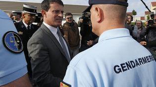 Le ministre de l'Intérieur, Manuel Valls, en déplacement à Behren-les-Forbach (Moselle), le 8 octobre 2013. (VINCENT KESSLER / REUTERS)