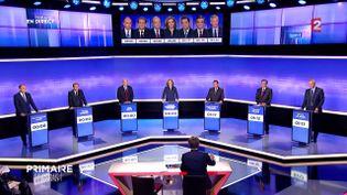 Les sept candidats de la primaire à droite sur France 2 pour le troisième débat, jeudi 17 novembre. (FRANCE 2 / FRANCEINFO)