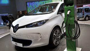 La voiture électrique Renault Zoéest présentée à la presse en amont du Salon international de l'automobile de Genève (Suisse), le 7 mars 2012. (FABRICE COFFRINI / AFP)