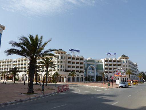 A Yasmine Hammamet, des rues et des hôtels déserts même en pleine journée... (FTV - Laurent Ribadeau Dumas)