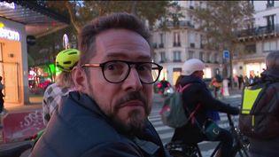 Porter un casque quand on fait duvéloest un réflexe que n'ont pas tous les cyclistes. Et pourtant, une étude révèle, mardi 12 octobre, à quel point c'est une protection nécessaire et efficace. (CAPTURE D'ÉCRAN FRANCE 3)