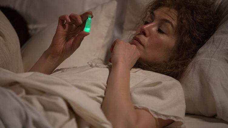 "Rosamund Pike est Marie Curie dans ""Radioactive"" de Marjane Satrapi. (LAURIE SPARHAM / Copyright StudioCanal)"
