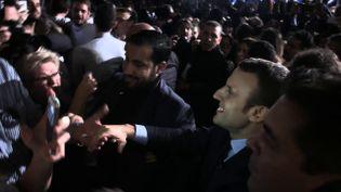 """""""C'est les mêmes, quelque part, c'est vraiment les mêmes !"""" Emmanuel Macron et Alexandre Benalla vus par le journaliste Fabrice Lhomme (COMPLÉMENT D'ENQUÊTE/FRANCE 2)"""