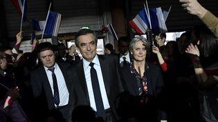 François Fillon en campagne avec sa femme Penelope, à Paris, le 29 janvier 2017. (ERIC FEFERBERG / POOL)
