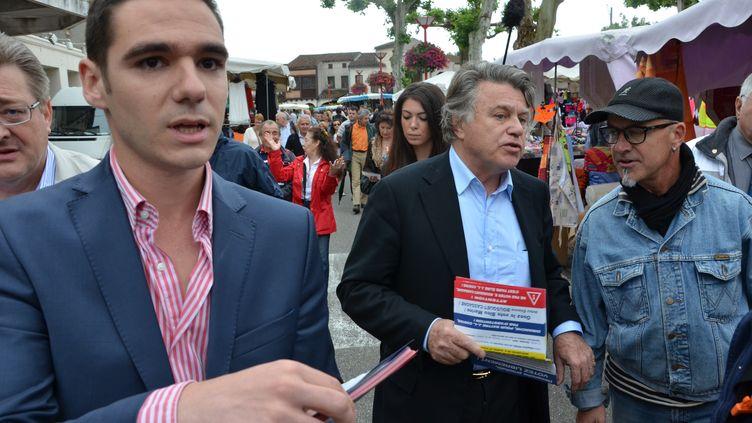 Etienne Bousquet-Cassagne et Gilbert Collard, le 20 juin 2013 à Monsempron-Libos (Lot-et-Garonne). (THOMAS BAIETTO / FRANCETV INFO)