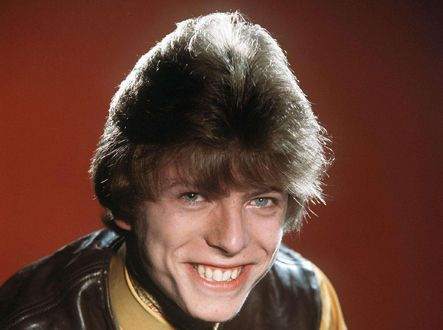 Le Bowie chevelu de 1964, à 17 ans.  (Dezo Hoffmann/ Rex Fea/REX/SIPA)