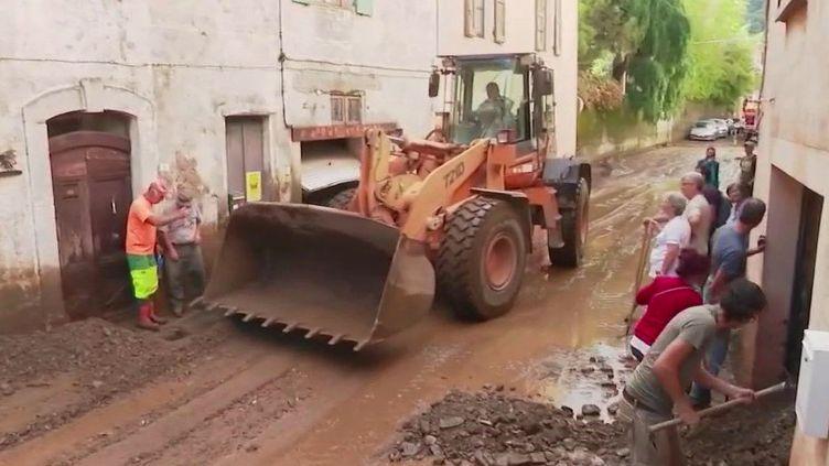 Gard : après les inondations, les habitants de Valleraugue retroussent leurs manches (FRANCE 2)
