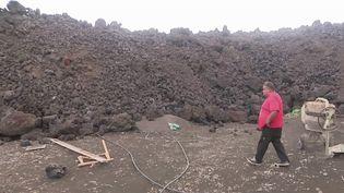 Canaries : une coulée de lave menaçante à La Palma (FRANCEINFO)