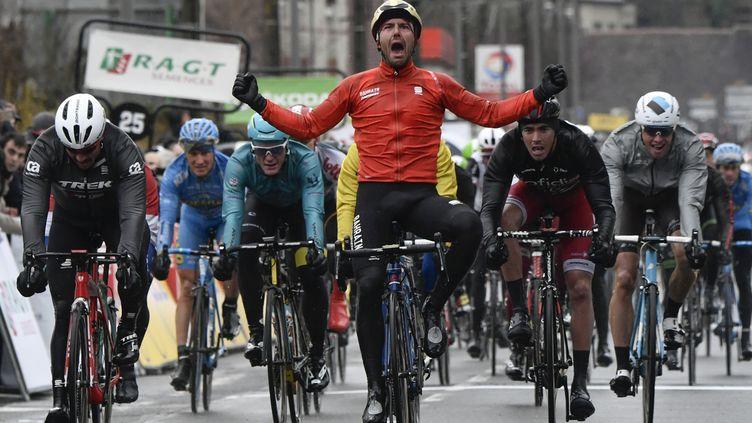 L'Italien Sonny Colbrelli (Bahrein) vainqueur de l'étape (PHILIPPE LOPEZ / AFP)