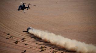 Une voiture participant au Dakar, en Arabie Saoudite, le 17 janvier 2020. (FRANCK FIFE / AFP)