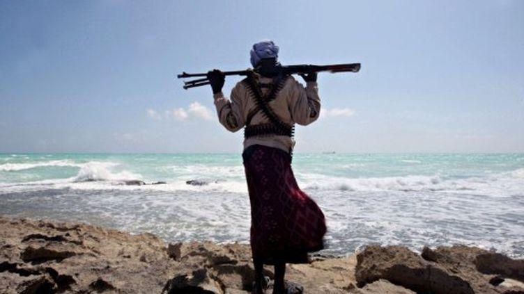 Un pirate sur la côte somalienne. (Janvier 2010) (MOHAMED DAHIR / AFP)