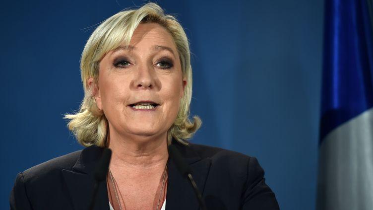 Marine Le Pen s'exprime depuis son fief d'Hénin-Beaumont (Pas-de-Calais), le 11 juin 2017, où elle est arrivée en tête du premier tour des élections législatives. (DENIS CHARLET / AFP)