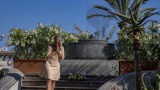 Un mémorial temporaire en mémoire des victimes de l'attentat de Nice (Alpes-Maritimes) est inauguré sur la promenade des Anglais, le 8 juin 2017. (MAXPPP)