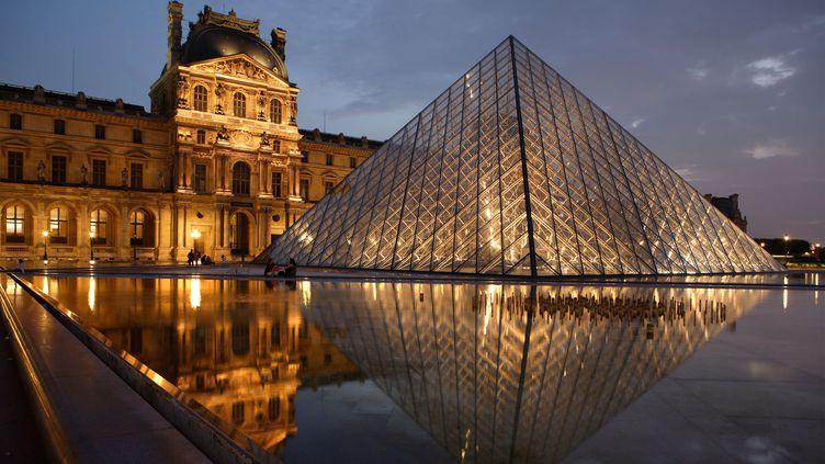 La pyramide du musée du Louvre, à Paris. (MANUEL COHEN / AFP)