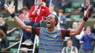 Le Français Gaël Monfils exulte après sa victoire faceTomas Berdych, lundi 27 mai 2013 à Roland-Garros (Paris). (VINCENT KESSLER / REUTERS / X00403)