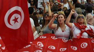 Une manifestation le 13 août 2018 à Tunis pour demander l'équalité femmes-hommes en terme de droits de succession. (FETHI BELAID / AFP)