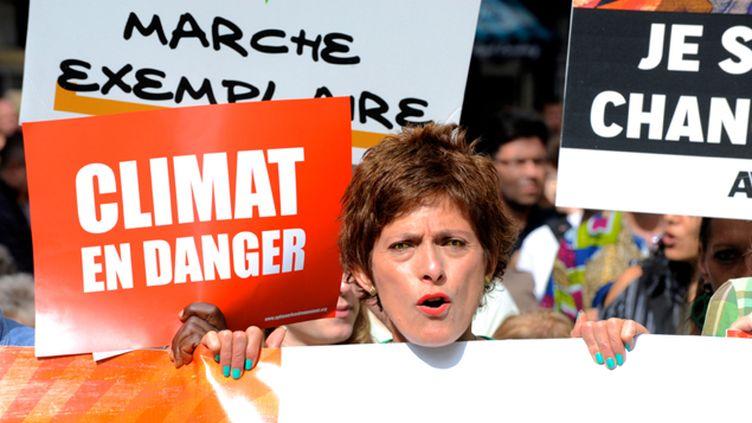 (A Paris, environ 5.000 personnes, selon la police, ont marché pour le climat ce dimanche. © Radio France / Nathanaël Charbonnier)