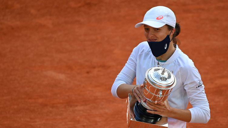 Iga Swiatek, vainqueur 2020 de Roland-Garros.  (ANNE-CHRISTINE POUJOULAT / AFP)