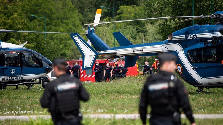Des gendarmes à La Chapelle-sur-Erdre, le 28 mai 2021. (LOIC VENANCE / AFP)