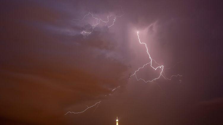 Un orage violent a touché Paris, le 8 juin 2014. (  MAXPPP)