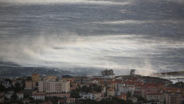 Une tempête au large de Bastia (Haute-Corse), le 17 janvier 2018. (MAXPPP)