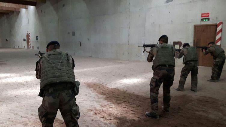 Les tirailleurs du 1er régiment d'Épinal ont été parmi les premiers à recevoir les HK416 pour remplacer les Famas. (JÉRÔME JADOT / RADIO FRANCE)